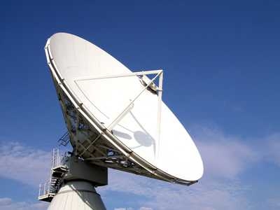 une énorme parabole radar, permettant de recevoir et communiquer des informations à l'échelle du système solaire